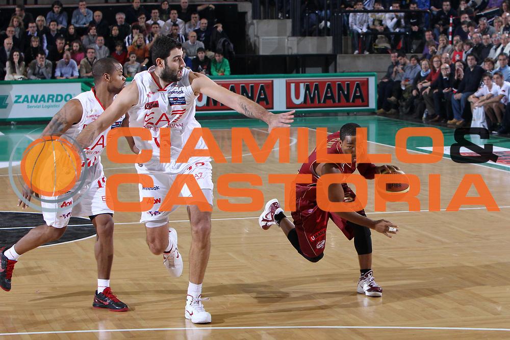 DESCRIZIONE : Treviso Lega A 2011-12 Umana Venezia EA7 Emporio Armani Milano<br /> GIOCATORE : Clark Keydren<br /> SQUADRA : Umana Venezia EA7 Emporio Armani Milano<br /> EVENTO : Campionato Lega A 2011-2012 <br /> GARA : Umana Venezia EA7 Emporio Armani Milano<br /> DATA : 11/12/2011<br /> CATEGORIA : Penetrazione<br /> SPORT : Pallacanestro <br /> AUTORE : Agenzia Ciamillo-Castoria/G.Contessa<br /> Galleria : Lega Basket A 2011-2012 <br /> Fotonotizia : Treviso Lega A 2011-12 Umana Venezia EA7 Emporio Armani Milano<br /> Predfinita :