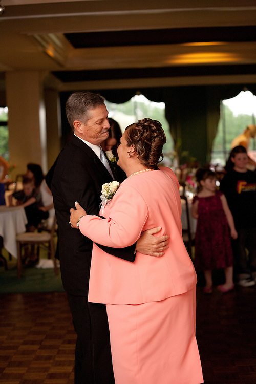 This Wedding was shot at Lane Tree Golf Club and the wedding of Gary & Christi Hardison.  This Wedding Album includes pictures from Pre Ceremony, Ceremony, Reception Event Coverage.  Shot in Goldsboro, North Carolina