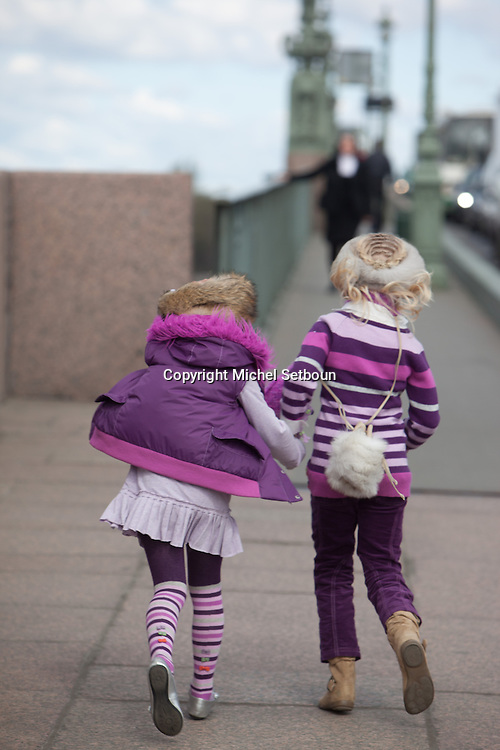Russia. Saint Petersburg.  Children fashion shoot in front of the Neva river / Mode enfant a Saint Petersbourg