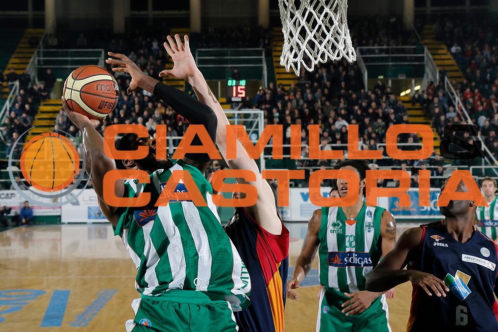DESCRIZIONE : Avellino Lega A 2014-15 Sidigas Avellino Acea Virtus Roma<br /> GIOCATORE : O.D. Anosike<br /> CATEGORIA : tiro<br /> SQUADRA : Sidigas Avellino<br /> EVENTO : Campionato Lega A 2014-2015<br /> GARA : Sidigas Avellino Acea Virtus Roma<br /> DATA : 13/12/2014<br /> SPORT : Pallacanestro <br /> AUTORE : Agenzia Ciamillo-Castoria/A. De Lise<br /> Galleria : Lega Basket A 2014-2015 <br /> Fotonotizia : Avellino Lega A 2014-15 Sidigas Avellino Acea Virtus Roma