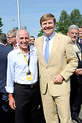 Koning Willem Alexander aanwezig bij Tour de France / King Willem Alexander attends Tour de France<br /> <br /> Op de foto / On the photo:  Koning Willem Alexander met wielrenners en tourwinnaar Joop Zoetemelk  <br /> <br /> King Willem Alexander with cyclists and tour winneroop Zoetemelk