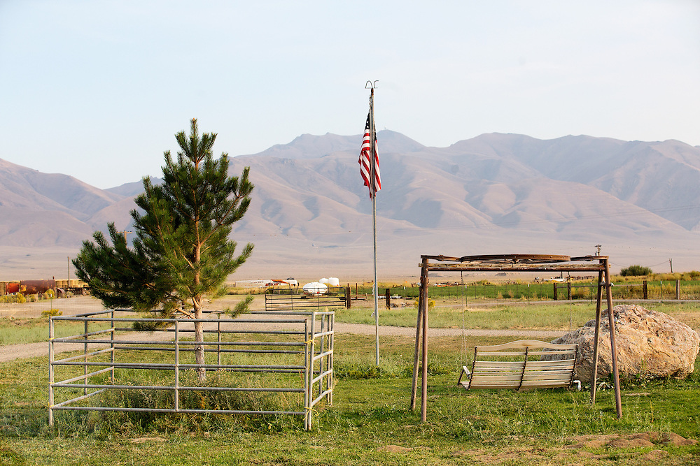 De Tomera Ranch in Battle Mountain, Nevada. De ranch is ongeveer 600.000 vierkante meter groot en loopt tot op Mount Lewis. De koeien worden vooral gebruikt voor voedsel.<br /> <br /> The Tomera Ranch in Battle Mountain, Nevada. The ranch is about 150,000 acres and goes up to mount Lewis. The cattle is used for meat.