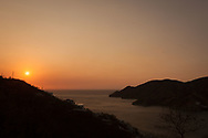 KOLUMBIEN - TAGANGA - Sonnenuntergang über der Bucht von Taganga - 31. März 2014 © Raphael Hünerfauth - http://huenerfauth.ch