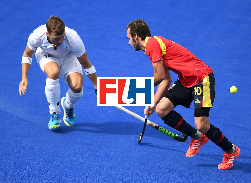 Belgium's Felix Denayer and Spain's David Alegre vie for the ball during the men's field hockey Spain vs Belgium match of the Rio 2016 Olympics Games at the Olympic Hockey Centre in Rio de Janeiro on August, 11 2016. / AFP / MANAN VATSYAYANA        (Photo credit should read MANAN VATSYAYANA/AFP/Getty Images)