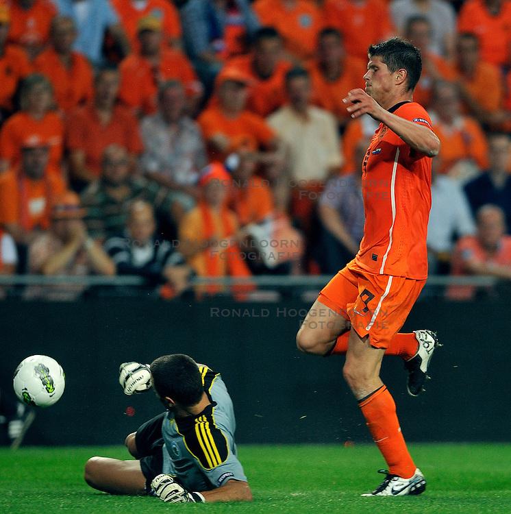 02-09-2011 VOETBAL: NEDERLAND - SAN MARINO: EINDHOVEN<br /> Nederland wint met 11-0 van San Marino / Klaas-Jan Huntelaar<br /> &copy;2011-FotoHoogendoorn.nl