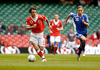 Photo: Leigh Quinnell.<br /> Wales v Slovakia. UEFA European Championships 2008 Qualifying. 07/10/2006. Wales' Simon Davies gets away from Slovakias Dusan Svento.