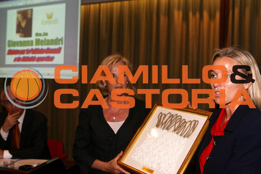 DESCRIZIONE : Roma 7&deg; Edizione La Retina d'oro<br /> GIOCATORE : Caneschi Carmen d'Amato<br /> SQUADRA : Unicredit Banca<br /> EVENTO : Premiazione vincitori 7&deg; Edizione La Retina d'oro<br /> GARA : <br /> DATA : 14/05/2007<br /> CATEGORIA : Award Premiazione<br /> SPORT : Pallacanestro <br /> AUTORE : Agenzia Ciamillo-Castoria/E.Castoria<br /> Galleria : Lega Basket A1 2006-2007 <br /> Fotonotizia : Roma 7&deg; Edizione La Retina d'oro<br /> Predefinita :