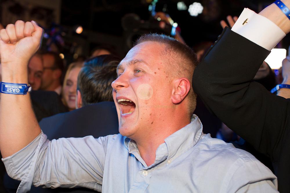 DE, DEUTSCHLAND, Berlin, Traffic Club. 24.09.2017 / Wahlparty der AfD: Anhaenger reagieren auf die erste Hochrechnung, die ein Ergebnis von 13 Prozent für die AfD vorhersagt.