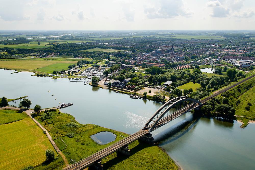 Nederland, Gelderland, Culemborg, 26-06-2014. Rivier de Lek en spoorbrug Culemborg (Kuilenburgse spoorbrug).<br /> Railway bridge Culemborg and Lek River.<br /> luchtfoto (toeslag op standard tarieven);<br /> aerial photo (additional fee required);<br /> copyright foto/photo Siebe Swart