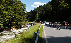 06.07.2017, Kitzbühel, AUT, Ö-Tour, Österreich Radrundfahrt 2017, 4. Etappe von Salzburg - Kitzbüheler Horn (82,7 km/BAK), im Bild Feature, Spitzengruppe, Elia Viviani (ITA, Nationale Italiana), Loic Chetout (FRA, Cofidis Solutions Credits) // Feature, Spitzengruppe, Elia Viviani (ITA, Nationale Italiana), Loic Chetout (FRA, Cofidis Solutions Credits) during the 4th stage from Salzburg - Kitzbueheler Horn (82,7 km/BAK) of 2017 Tour of Austria. Kitzbühel, Austria on 2017/07/06. EXPA Pictures © 2017, PhotoCredit: EXPA/ JFK