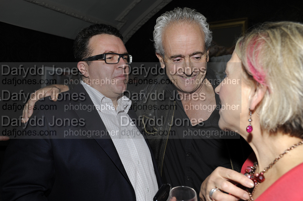 TOM WATSON; NICK DAVIES; DOTTI IRVING, The 2011 Groucho Club Maverick Award. The Groucho Club. Soho, London. 14 November 2011. <br /> <br />  , -DO NOT ARCHIVE-© Copyright Photograph by Dafydd Jones. 248 Clapham Rd. London SW9 0PZ. Tel 0207 820 0771. www.dafjones.com.