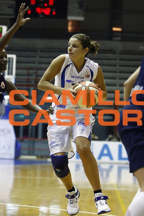 DESCRIZIONE : Napoli LBF Napoli Basket Vomero Erg Power&amp;Gas Priolo<br /> GIOCATORE : Paola Mauriello<br /> SQUADRA : Napoli Basket Vomero<br /> EVENTO : Campionato Lega Basket Femminile A1 2009-2010<br /> GARA : Napoli Basket Vomero Erg Power&amp;Gas Priolo<br /> DATA : 17/10/2009 <br /> CATEGORIA : palleggio<br /> SPORT : Pallacanestro <br /> AUTORE : Agenzia Ciamillo-Castoria/E.Castoria