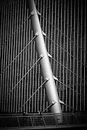 London. UK - Canada Tower and the Wilkinson Bridge , Glass Building Exteriors, in canary warf in the docklands, business , bank and office area under development , east of London / Canada Tower et le pont Wilkinson , Canary warf ,construit sur  l ancien quartier des docks,les docklands, quartier moderne de bureaux , d'affaires et de banques