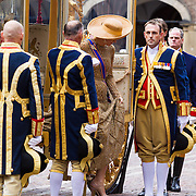 NLD/Den Haag/20130917 -  Prinsjesdag 2013, Konigin Maxima stapt ui de Gouden Koets