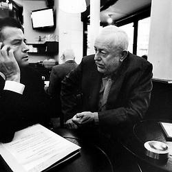 Dans une brasserie pres de l'Assemblee, les deux deputes meusiens se retrouvent face au directeur de l'ANRU pour des projets communs d'amenagement HLM...Jeudi 11 octobre 2007..Photo : Antoine Doyen