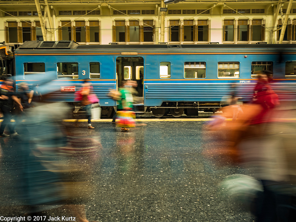 """03 JANUARY 2017 - BANGKOK, THAILAND: Passengers get off a train that just arrived at Hua Lamphong Train Station in Bangkok Tuesday. Travelers flocked to Bangkok bus and train stations Tuesday, the last day of the long New Year's weekend in Thailand. The New Year holiday in Thailand is called the """"seven deadly days"""" because of the number of fatal highway and traffic accidents. As of Monday Jan 2, 367 people died in highway accidents over the New Year holiday in Thailand, a 25.7% increase over the same period in 2016.          PHOTO BY JACK KURTZ"""