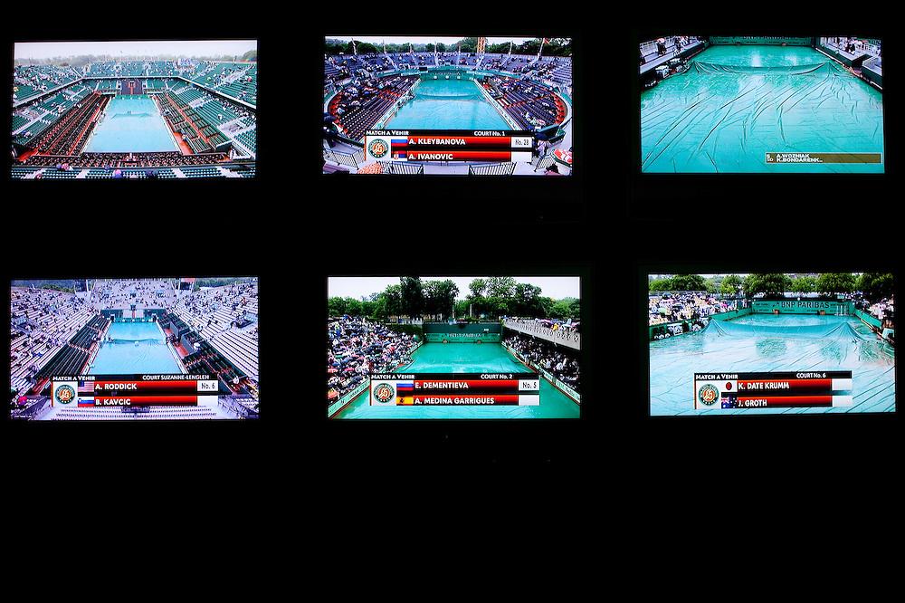 Roland Garros. Paris, France. 27 Mai 2010..Les matchs sont interrompus par la pluie...Roland Garros. Paris, France. May 27th 2010..Rain interrupts matches...