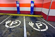 Nederland, Amsterdam, 11-3-2011Parkeerplaatsen met oplaadpalen voor electrische autos in de parkeergarage van de rai.Foto: Flip Franssen/Hollandse Hoogte
