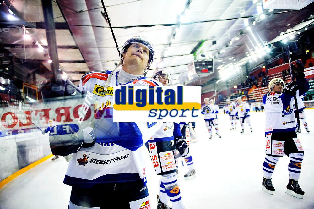 Ishockey , 19. Januar 2014, GET-Liga ,<br /> Vålerenga Hockey - Sparta Warriors<br /> Spartas Henrik Malmstrøm jubler mot egne supportere , Dion Knelsen bak til høyre <br /> Foto: Sjur Stølen , Digitalsport
