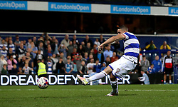 Conor Washington of Queens Park Rangers scores a penalty in the shoot out against Swindon Town - Mandatory by-line: Robbie Stephenson/JMP - 10/08/2016 - FOOTBALL - Loftus Road - London, England - Queens Park Rangers v Swindon Town - EFL League Cup