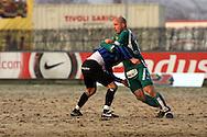 27.04.2006, Veritas Stadion, Turku, Finland..Veikkausliiga 2006 - Finnish League 2006.FC Inter Turku - Tampere United.Ville Lehtinen (TamU) ja Jukka Sinisalo (Inter) painivat..©Juha Tamminen.....ARK:k