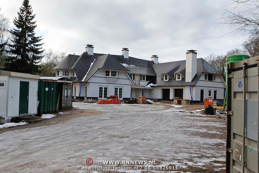 NLD/Blaricum/20110102 - Nieuwe woning oud voetballer Dennis Bergkamp is bijna klaar