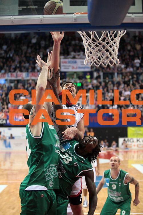 DESCRIZIONE : Biella Lega A 2010-11 Angelico Biella Air Avellino<br /> GIOCATORE : Goran Suton<br /> SQUADRA : Angelico Biella<br /> EVENTO : Campionato Lega A 2010-2011<br /> GARA : Angelico Biella Air Avellino<br /> DATA : 28/11/2010<br /> CATEGORIA : Tiro<br /> SPORT : Pallacanestro<br /> AUTORE : Agenzia Ciamillo-Castoria/S.Ceretti<br /> Galleria : Lega Basket A 2010-2011<br /> Fotonotizia : Biella Lega A 2010-11 Angelico Biella Air Avellino<br /> Predefinita :