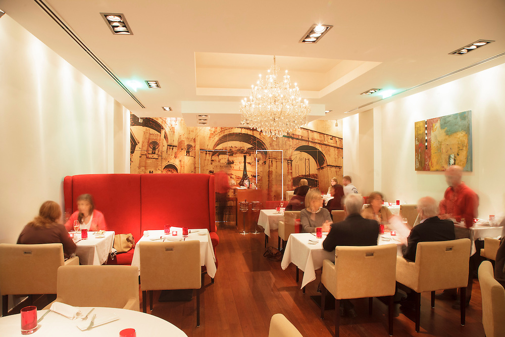 """Assinatura"" restaurant in Lisbon in which Henrique Mouro is the executive chef and owner"