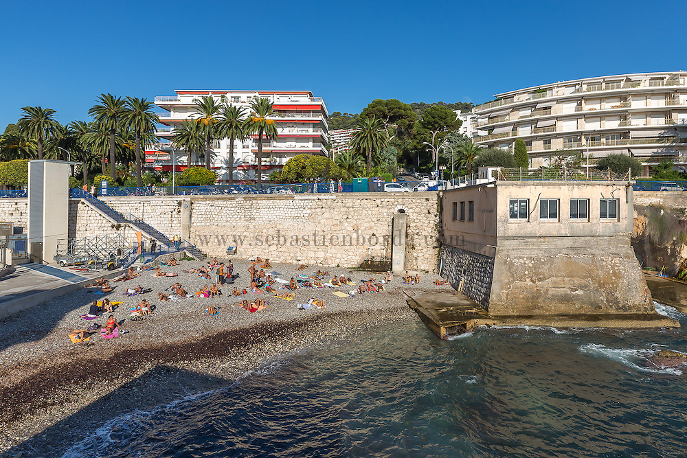 Plage du quai du commerce près du Cap de Nice // Beach of quai du commerce near Cap de Nice