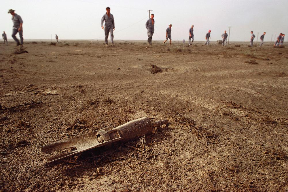 Kuwait: Magwa oil field, British explosive ordnance disposal, Rockeye submunition..