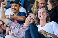 AMSTELVEEN - Els van Mierlo met Monica van Waesberghe . Semi Final Pro League  women, Australie-Groot Brittannie (6-1). COPYRIGHT KOEN SUYK