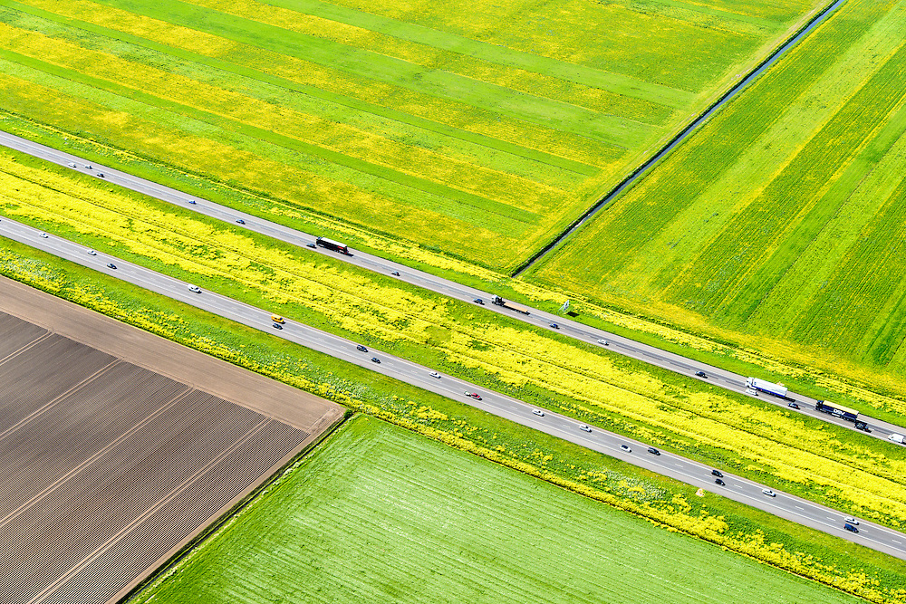 Nederland, Flevoland, Lelystad, 07-05-2015; rijksweg A6 tussen Lelystad en Almere. Voorjaar met de gele bloemen van het raapzaad.<br /> Motorway through the new polder and the yellow flowers of rapeseed in spring.<br /> <br /> luchtfoto (toeslag op standard tarieven);<br /> aerial photo (additional fee required);<br /> copyright foto/photo Siebe Swart