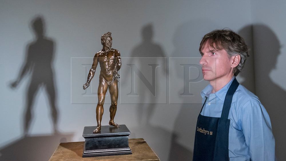 """© Licensed to London News Pictures. 29/06/2018. LONDON, UK. A staff member presents """"The Dresden Mars"""" by Giambologna (Est. £3-5m).  Preview of Old Masters, British, Treasures, Sculptures and Ancient works at Sotheby's New Bond Street to be offered for sale on 3 and 4 July 2018.  Photo credit: Stephen Chung/LNP"""