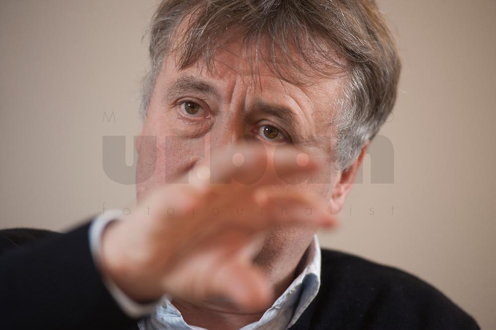 19 JAN 2010, BERLIN/GERMANY:<br /> Hartwig Masuch, Geschaeftsfuehrer BMG Rights Management, waehrend einem Interview, in seinem Buero, BMG Rights Management<br /> IMAGE: 20100119-01-036