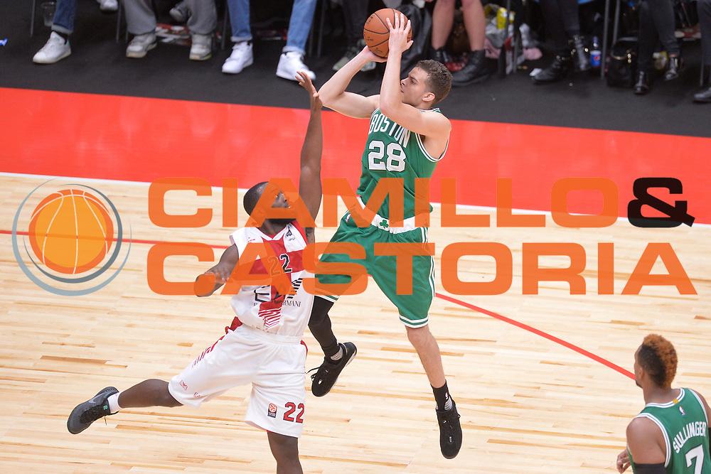 DESCRIZIONE : Milano NBA Global Games EA7 Olimpia Milano - Boston Celtics<br /> GIOCATORE : RJ Hunter<br /> CATEGORIA : Tiro<br /> SQUADRA :  Boston Celtics<br /> EVENTO : NBA Global Games 2016 <br /> GARA : NBA Global Games EA7 Olimpia Milano - Boston Celtics<br /> DATA : 06/10/2015 <br /> SPORT : Pallacanestro <br /> AUTORE : Agenzia Ciamillo-Castoria/IvanMancini<br /> Galleria : NBA Global Games 2016 Fotonotizia : NBA Global Games EA7 Olimpia Milano - Boston Celtics
