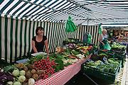 Großer Garten, Wochenmarkt, Sachsen, Deutschland.|.Grosser Garten, farmer's market, Dresden, Germany