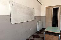 """Istituto Tecnico Commerciale """"G. Marconii"""" di Brindisi in via Cortine, nel centro della città. La scuola è sorta nel 1926 presso l'ex Convento dei frati domenicani annesso alla Chiesa del Cristo (1232), posta sull'altura di Porta Lecce, dentro le mura della zona sud- orientale di Brindisi. Da dicembre 2011 la scuola è stata trasferita ma la struttura è ancora agibile anche se richiederebbe interventi di ristrutturazione. Contro la decisione adottata dalla Provincia di Brindisi si era costituito un comitato cittadino composto da studenti, docenti e personale scolastico per cercare di evitare la chiusura dello storico Istituto. Attualmente il Manifesto della Cultura, costituito da figure differenti, dopo un sopralluogo per verificare lo stato di agibilità dello stabile,  ha avanzato la proposta di riqualificazione del Marconi per trasformarlo in Centro per le Arti e la Cultura."""