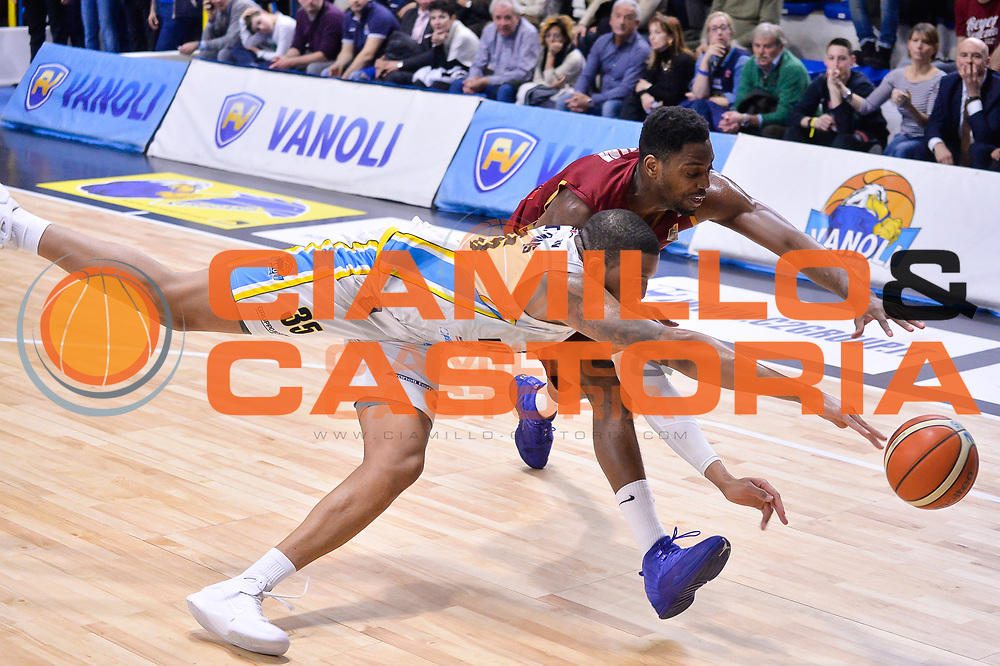 TaShawn Thomas, Melvin Ejim<br /> Vanoli Cremona - Umana Reyer Venezia<br /> Lega Basket Serie A 2016/2017<br /> Cremona, 26/02/2017<br /> Foto M.Ceretti / Ciamillo - Castoria