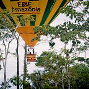 En montgolfi&egrave;re au dessus de l'Acre.<br /> Cassiano Marquez, ancien secr&eacute;taire du tourisme lance les premiers vols en montgolfi&egrave;re au dessus de l'Amazonie.   Voo de balao. Cassiano Marquez, o antigo secretario do turismo do Acre, d&eacute;sinvolve os primeiros voos de balao na amazonia.