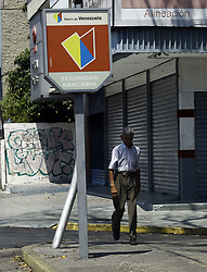 March 23, 2019 - Valencia, Carabobo, Venezuela - March 23, 2019. The bank of Venezuela, a bank that recently has been sanctioned by the government of the United States, within the measures of pressure against Nicol‡s Maduro. The branch of the bank in the photograph is located on the university avenue of the city of Valencia, Carabobo state. Photo: Juan Carlos Hernandez (Credit Image: © Juan Carlos Hernandez/ZUMA Wire)