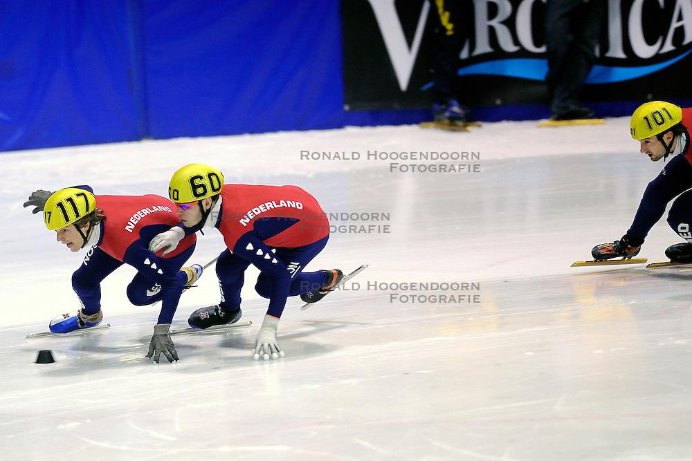 22-03-2009 SHORTTRACK: NK SHORTTRACK: ZOETERMEER<br /> Niels Kerstholt 101, Sjinkie Knegt 60 en Ingmar van Riel 117<br /> &copy;2009-WWW.FOTOHOOGENDOORN.NL