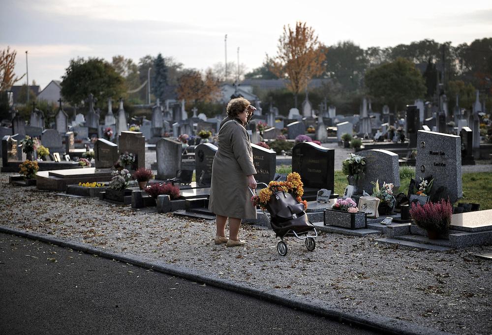 PHOTO PQR / LE BIEN PUBLIC / ARNAUD FINISTRE - DIJON LE 31-10-09 LA TOUSSAINT