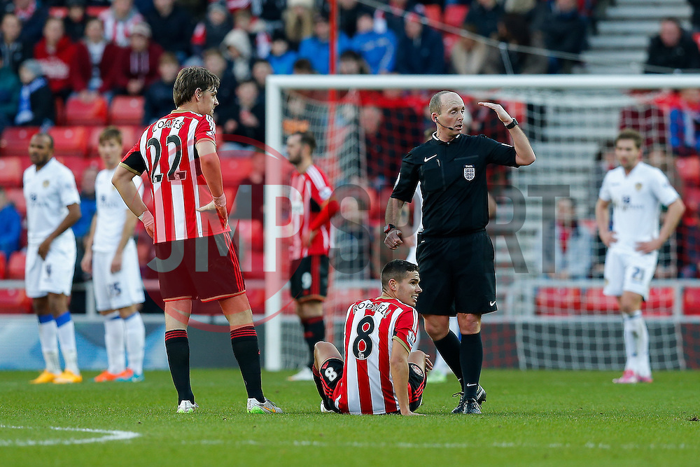 referee Mike Dean calls over the medical staff to attend to Jack Rodwell of Sunderland - Photo mandatory by-line: Rogan Thomson/JMP - 07966 386802 - 04/01/2015 - SPORT - FOOTBALL - Sunderland, England - Stadium of Light - Sunderland v Leeds United - FA Cup Third Round Proper.