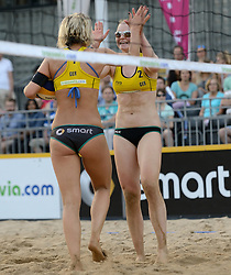 16-07-2014 NED: FIVB Grand Slam Beach Volleybal, Apeldoorn<br /> Poule fase groep G vrouwen - Laura Ludwig (1), Julia Sude (2) GER