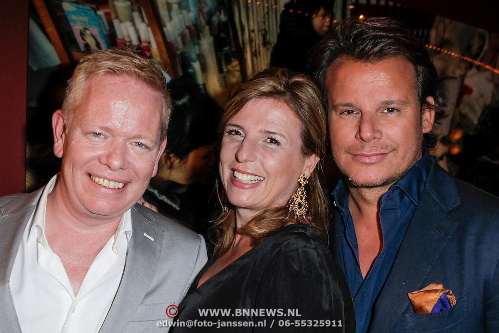 NLD/Amsterdam/20120508 - Afscheid John Lukken van Beau Monde, John Lukkn en opvolgster Mies de Vries