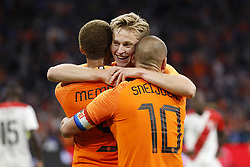 (L-R) Memphis Depay of Holland, Frenkie de Jong of Holland, Wesley Sneijder of Holland during the International friendly match match between The Netherlands and Peru at the Johan Cruijff Arena on September 06, 2018 in Amsterdam, The Netherlands