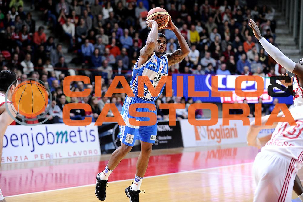 DESCRIZIONE : Varese Lega A 2014-2015 Openjob Metis Varese Banco di Sardegna Sassari<br /> GIOCATORE : Edgar Sosa<br /> CATEGORIA : tiro three points<br /> SQUADRA : Banco di Sardegna Sassari<br /> EVENTO : Campionato Lega A 2014-2015<br /> GARA : Openjob Metis Varese Banco di Sardegna Sassari<br /> DATA : 26/12/2014<br /> SPORT : Pallacanestro<br /> AUTORE : Agenzia Ciamillo-Castoria/Max.Ceretti<br /> GALLERIA : Lega Basket A 2014-2015<br /> FOTONOTIZIA : Varese Lega A 2014-2015 Openjob Metis Varese Banco di Sardegna Sassari<br /> PREDEFINITA :
