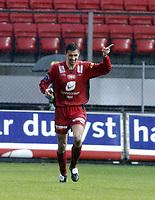 Fotball, Tippeligaen, 11 april 2005, Brann - Molde, Paul Scharner, Brann, Jubler for skåring