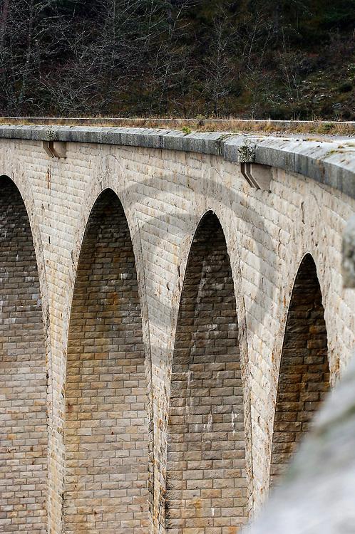 09/12/05 - MASSIF DU MEZENC - HAUTE LOIRE - FRANCE - Viauc du BADIOUX sur la ligne de chemin de fer Transcevenole. Projet commence et jamais abouti -  Photo Jerome CHABANNE