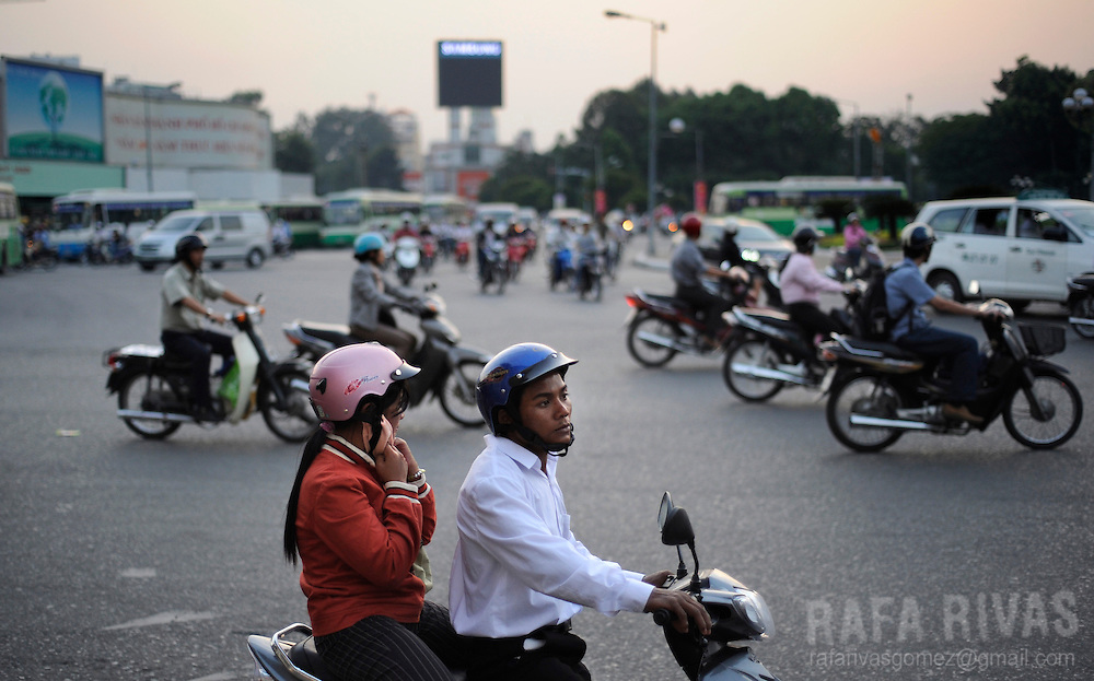 People drive motorcycles in Bui Vien street in Saigon, Vietnam, on January 14, 2009. Photo Rafa Rivas